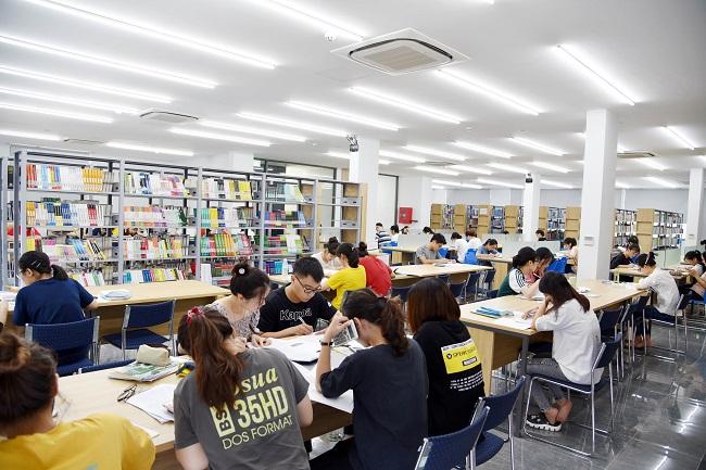 Phòng tự học của Học viện Tài chính (AOF)