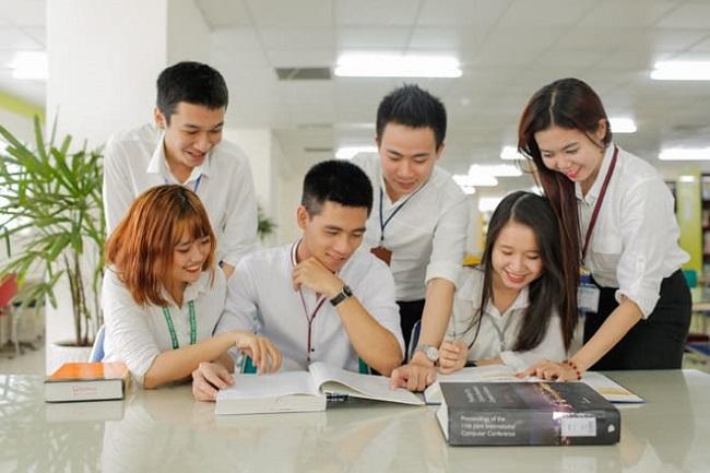 Top 10 Đại học đào tạo ngành Quản trị Kinh Doanh tốt nhất